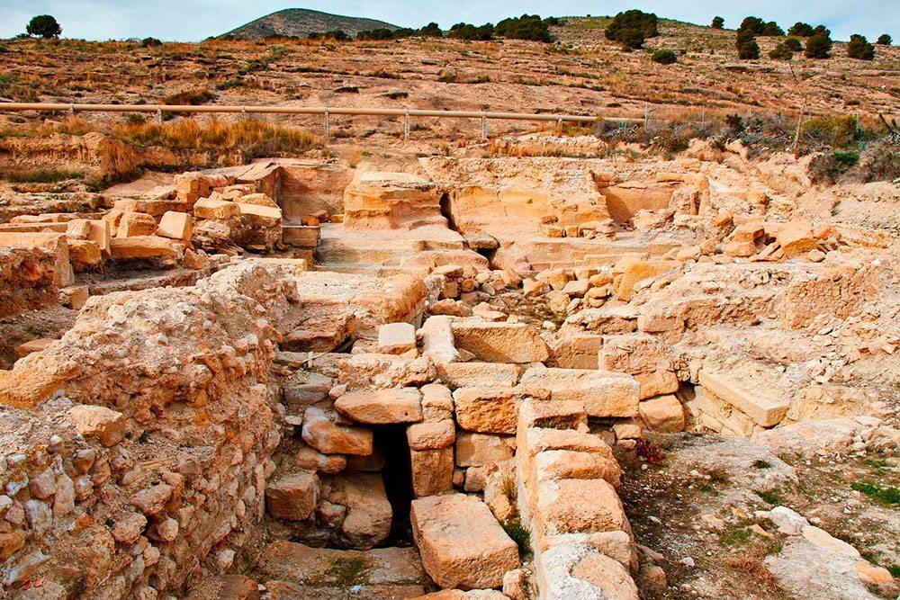 Baños Romanos Fortuna: Fortuna, en la pedanía de Baños de Fortuna, al pie de la ladera